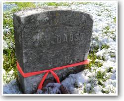 Lowell-Memorial-Old-Headstone