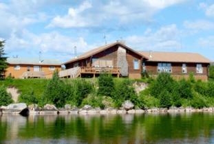 Budd's Gunisao Lake Lodge