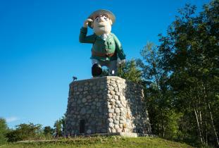 Josiah Flintabattey Flonatin Statue