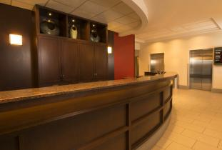 Four Points Front DEsk