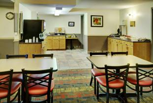 Thompson Inn & Suites Breakfast Area