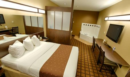 Microtel Inn Suites Hotel Michigan City room with hot tub