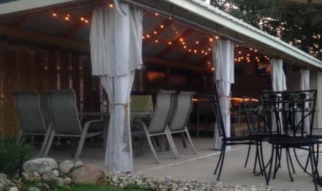 Moran Inn DeMotte B&B patio