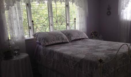 Moran Inn DeMotte B&B room