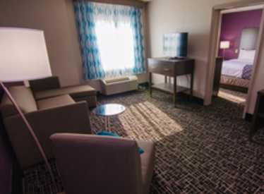 LaQuinta Inn & Suites/East Ridge Suite Area