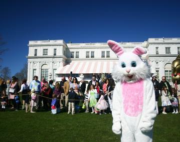 https://res.cloudinary.com/simpleview/image/upload/crm/newportri/Easter-Egg-Hunt_a3fafc62-5056-b3a8-494531bda50b9007.jpg