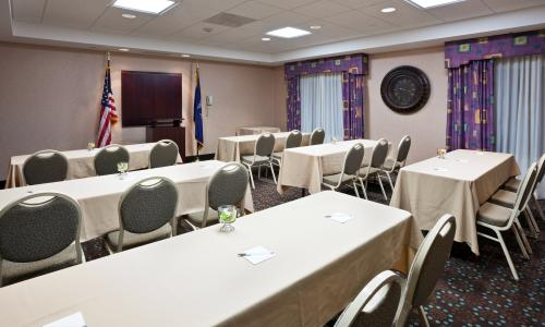 IMG_2579-HamptonInn-CliftonParkNY-meetingroom