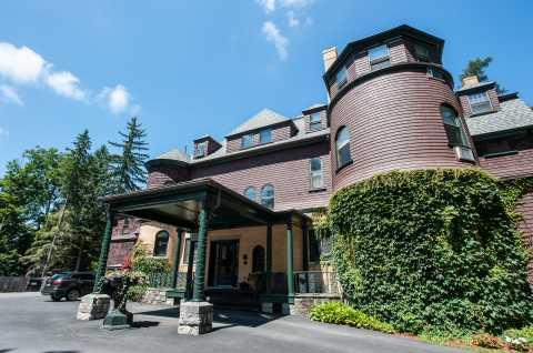 Brewster Inn Front