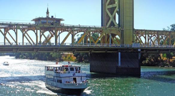 Capitol Hornblower under the Tower Bridge