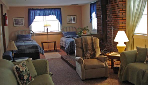 CarriageHouseIn_living2twinbed.jpg