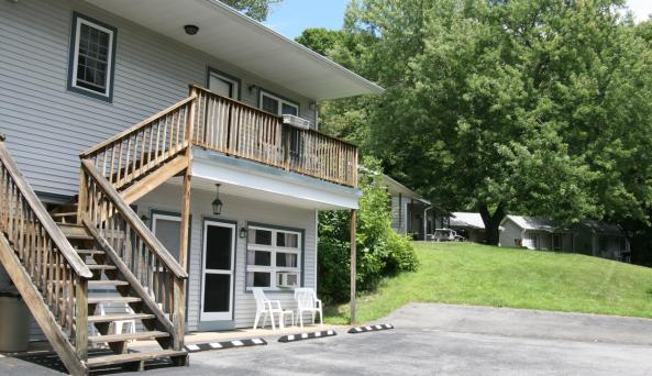 The Blair House Motel & Cottages