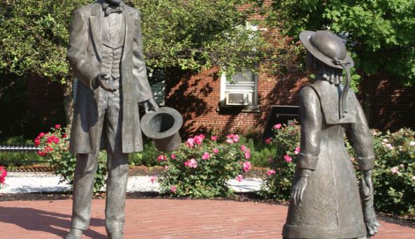 Lincoln - Bedell Statue