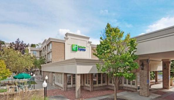 Holiday Inn Express - front