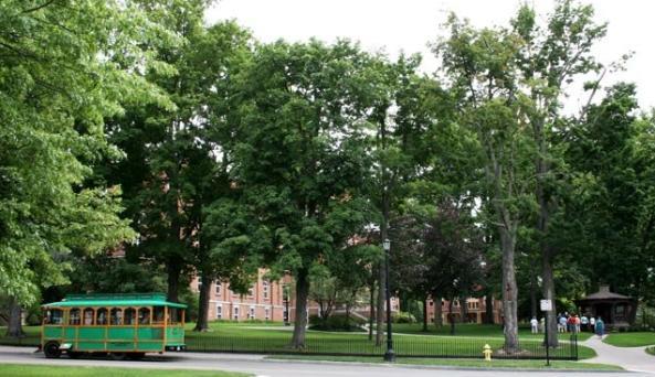 Trolley-at-Twain-Study-I-Love-NY.jpg