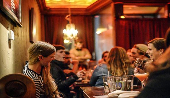 red-dove-tavern-geneva-people