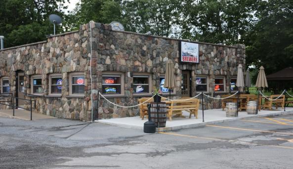 three-huskies-brewing-canandaigua-exterior