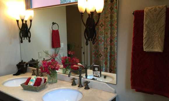 Casita bathroom flowers.jpg