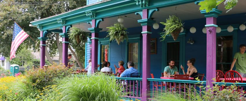 roots-cafe-naples-outdoor-dining