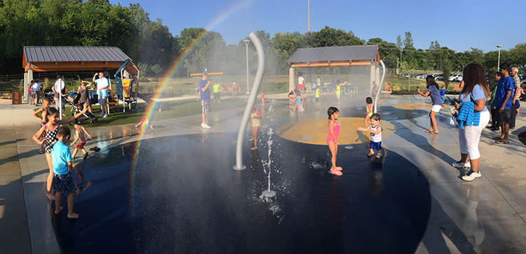 Kids playing in the Roe Park Splash Pad