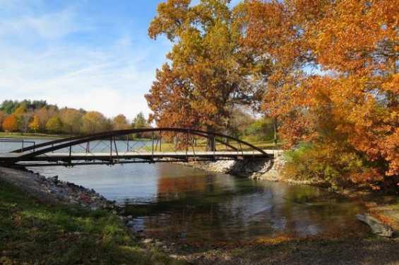 Historic bridge at Kent Park