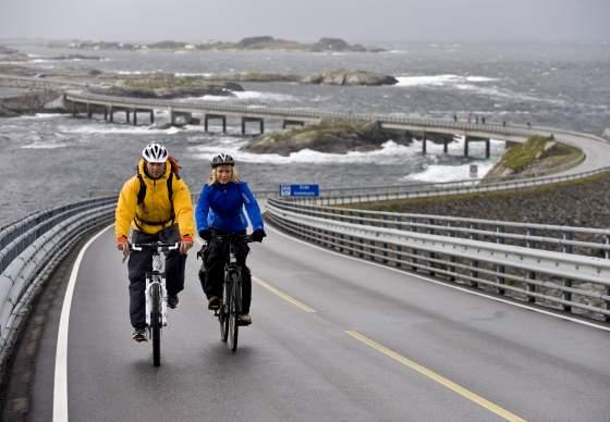 Atlanterhavsveien -Norges flotteste sykkeltur