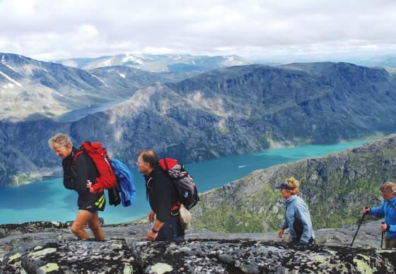 Besseggen and Galdhøpiggen- the most popular peaks in Jotunheimen | Discover Norway