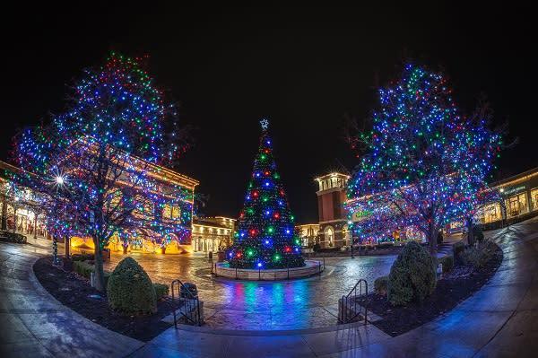 Jefferson Pointe at Christmas - night