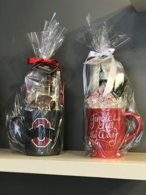 Winans Holiday Mug arragements
