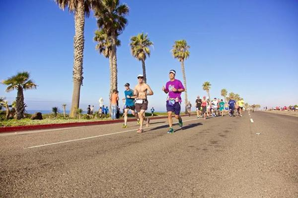 surf city marathon runners 2