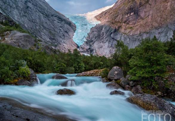 Glaciären Briksdalsbreen