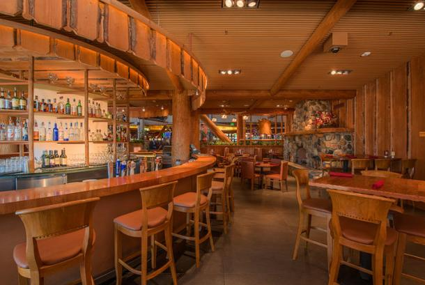Red Tail Bar & Grill - Bar