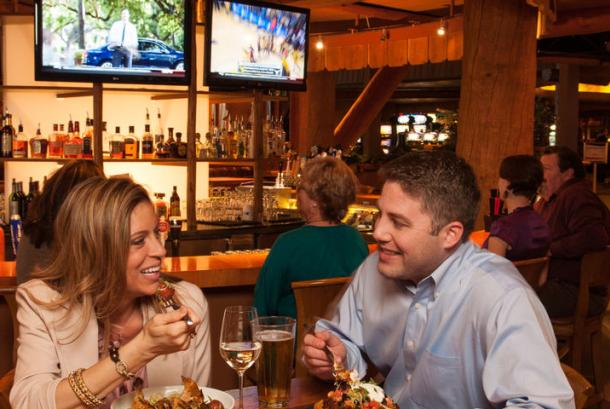 Red Tail Bar & Grill - Couple
