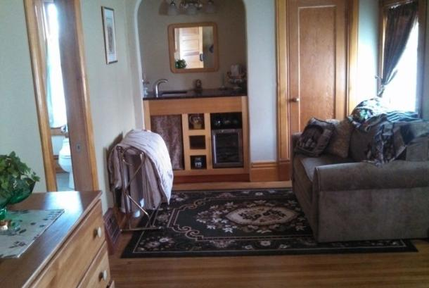 Rigby Suite, Wet Bar, Closet, Twin in Loveseat, bath entry