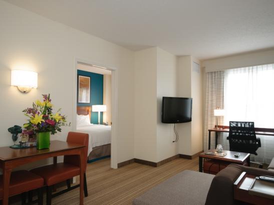 Guestroom Queen Room
