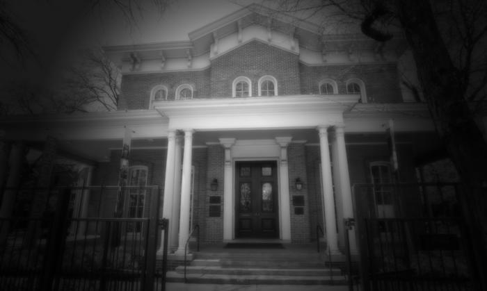 Black and white picture of Hull House at night