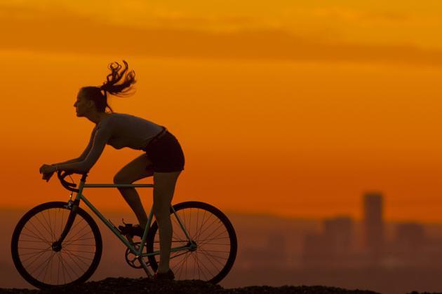 biking-denver-skyline-sunset