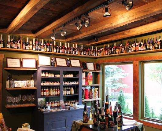 Pinnacle Ridge Winery - inside tasting room