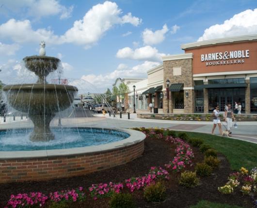 The-Promenade-Shops-at-Saucon-Valley-Bowl-Fountain-at-BN.jpg