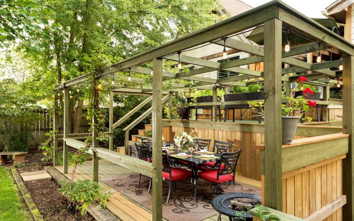 Small groups love our outdoor dining options