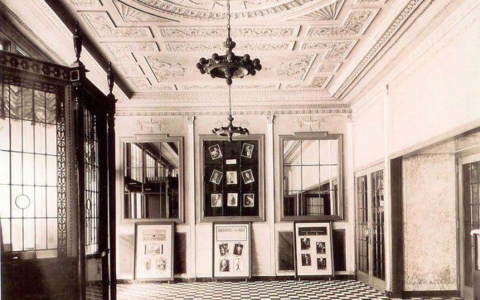 1922 Outer Lobby