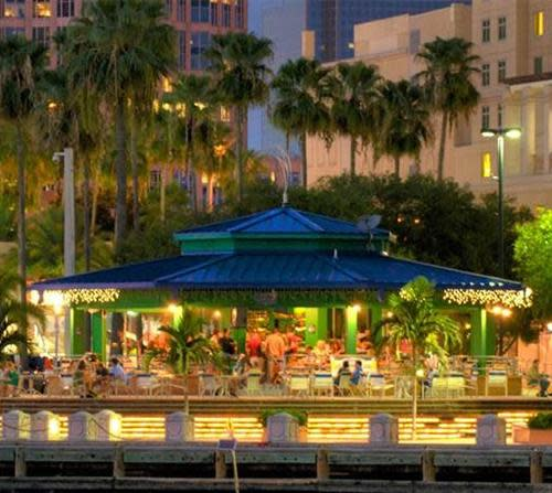 Outdoor dining in Tampa Bay