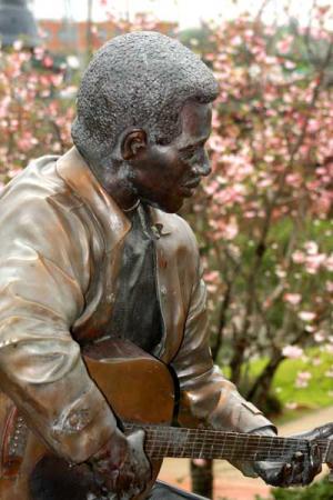 Otis Redding Statue in Macon
