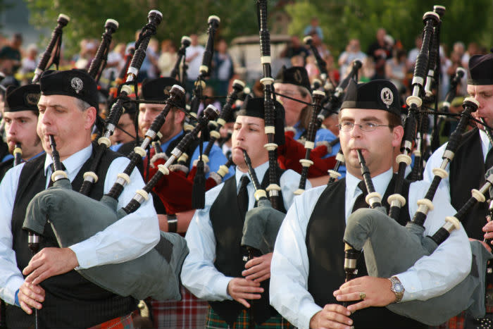 Bagpipers Up Close 7001