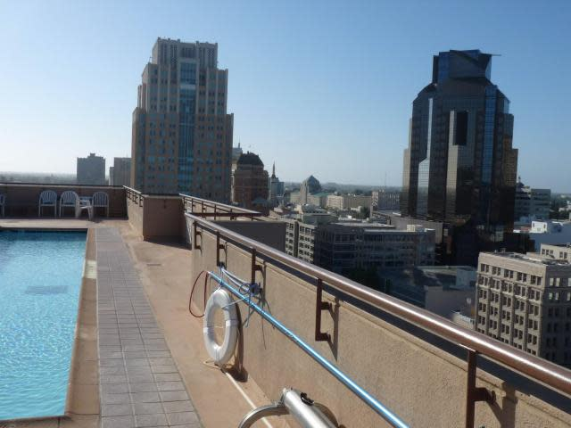 Rooftop Swimming Pool in Downtown Sacramento