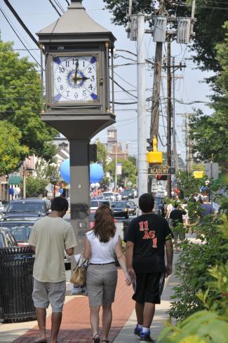 Group walking down Main Street in Newark, Delaware