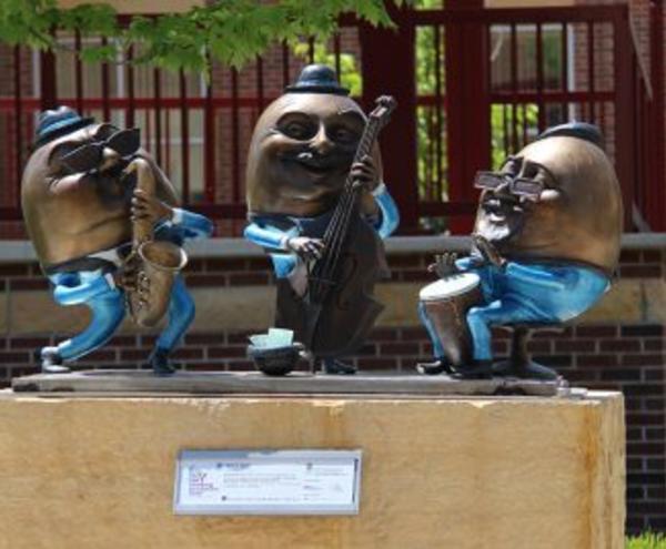 Jam'n Eggs Sculpture