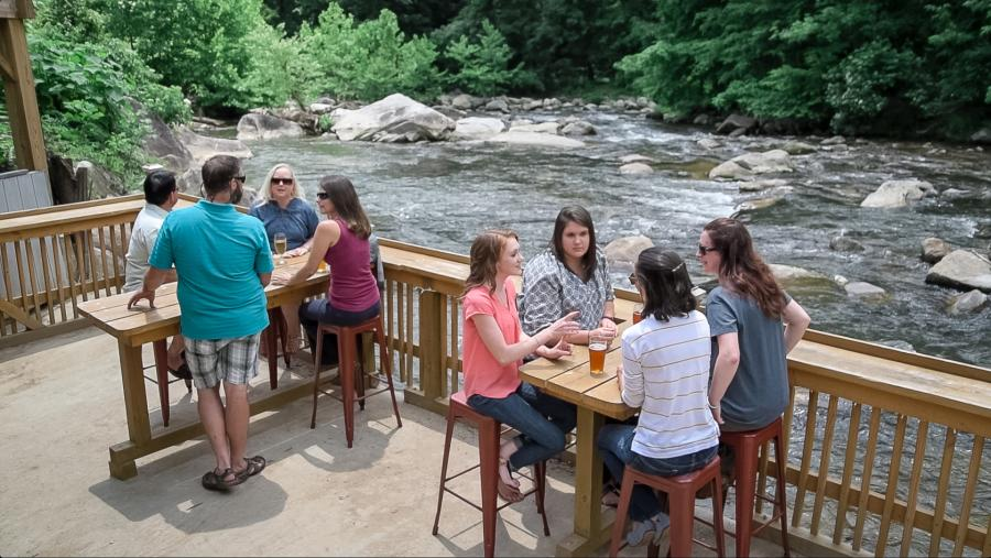 Outside Dining at Hickory Nut Brewery