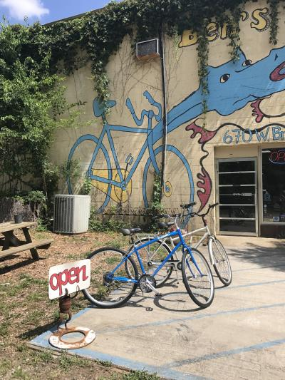 A mural of a bike on the side of Ben's Bikes.