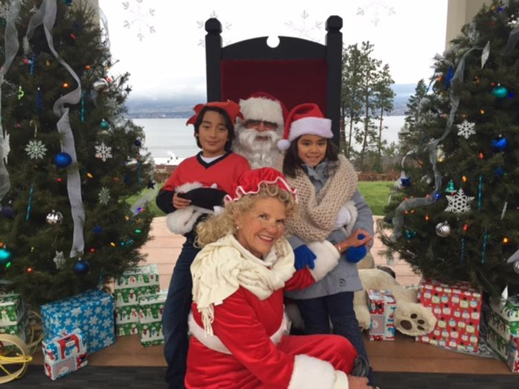 Photos with Santa at CedarCreek Winery