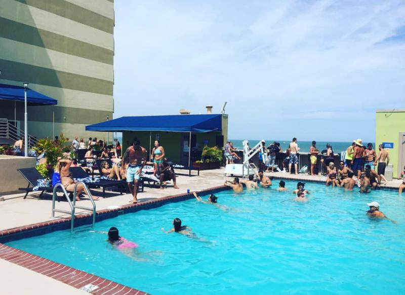 Rivive Pool Bar & Grille